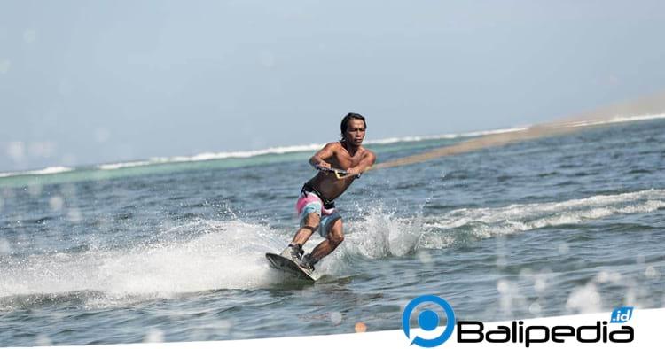 Wakeboard di Pantai Tanjung Benoa
